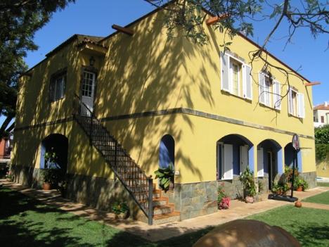 Herrenhaus mit Pool, BBQ, Finca + Bodega.