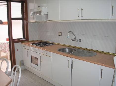 Wohnung mit Terrassen und möblierte Küche. Dachterrasse mit Abstellraum. Immobilie zum Kauf - Paluum