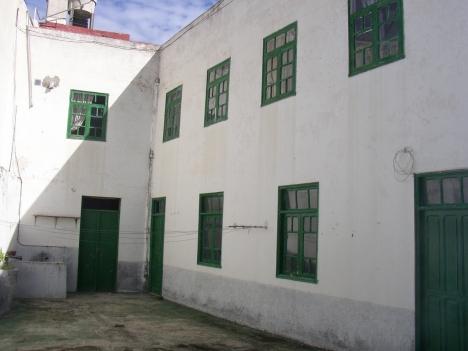 Altes kanarisches Haus um komplett zu renovieren. Teilmöglichkeit in 2 Wohnungen.