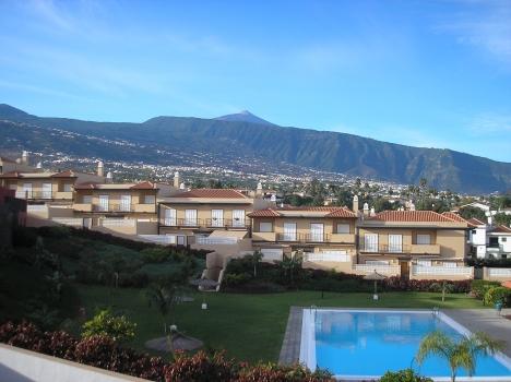 Grosszugiges Reihenhaus mit Terrassen, Garten, Blick nach Teide und Meer