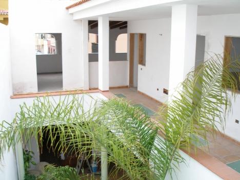 Komplett renoviert Haus mit Innenhof, Dachterrasse mit Traumblick.  Immobilie zum Kauf - Paluum