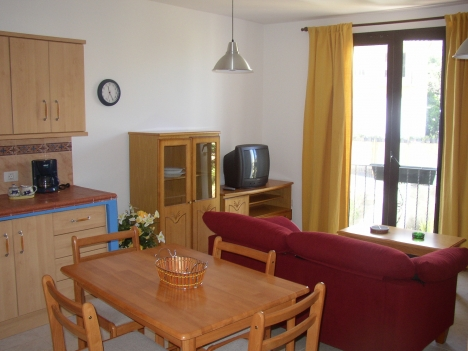 Neues und schönes Appartement mit 5m² Terrasse/ Innenhof
