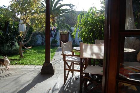 Sehr sonniger Bungalow mit Garten und Pool.