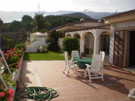 Grosses Haus mit Pool Garten Terrasse und Panoramablick