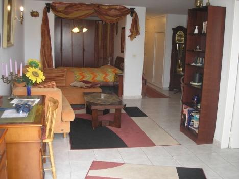 San Fernando: Komplett möbliertes Appartement mit Blick zum Meer und Bergen.   Immobilie zum Kauf - Paluum