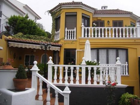 Geräumiges Doppelthaus mit Terrassen und Bodega Immobilie zum Kauf - Paluum