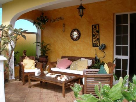 Große Villa auf 2 Ebenen mit Terrasse und Garten.