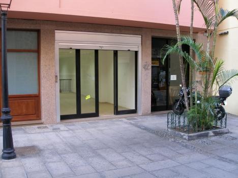 Shop/ Laden vor Ort im Zentrum der Stadt mit Keller + /-50m2.   Immobilie zur Miete - Paluum