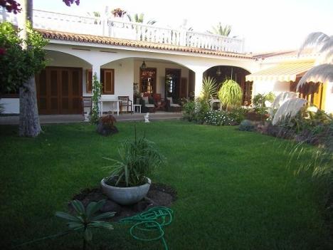 Sehr schönes Villen mit Grosses Grundstuck im Zentrum von Puerto cruz. Immobilie zum Kauf - Paluum