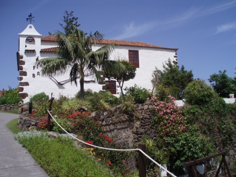 Grosses Kanarisches Mehrfamilienhaus mit eigener Kapelle.