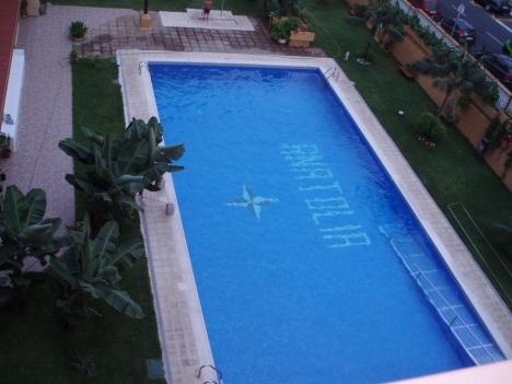 Studio auf hoher Etage mit Pool.