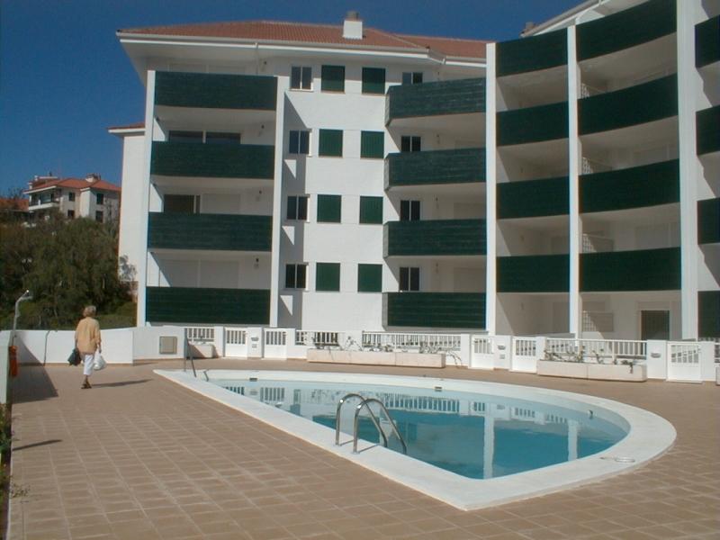 Geschmackvoll eingerichtetes Appartement in schöner Anlage mit Schwimmbad, incl nebenkosten bis 50 euro/monat. Immobilie zur Miete - Paluum