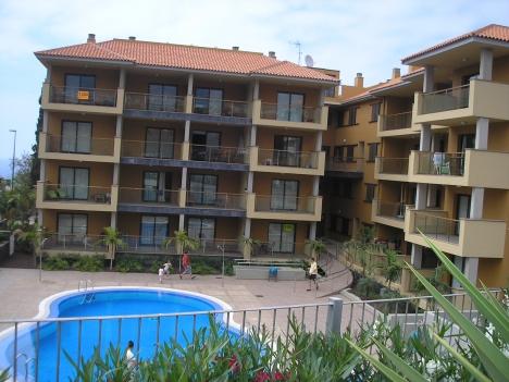 Schöne Wohnung mit Pool und Garten  Immobilie zum Kauf - Paluum