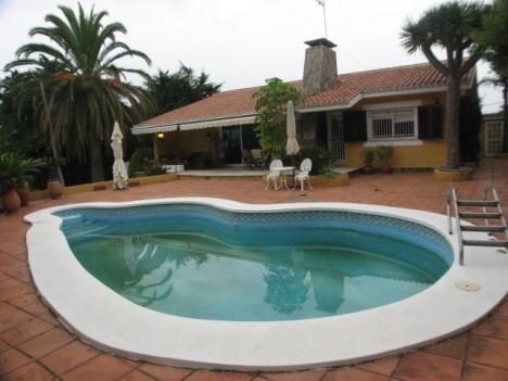 Haus mit privat Pool und Garten! Immobilie zum Kauf - Paluum