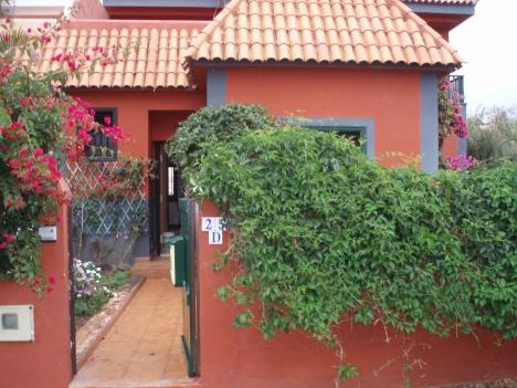 Unmoebliertes Haus mit Garten beim Tennis Club.