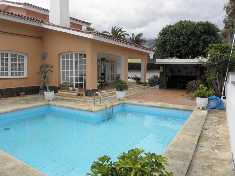 Haus mit Meerblick , Pool & Garten.