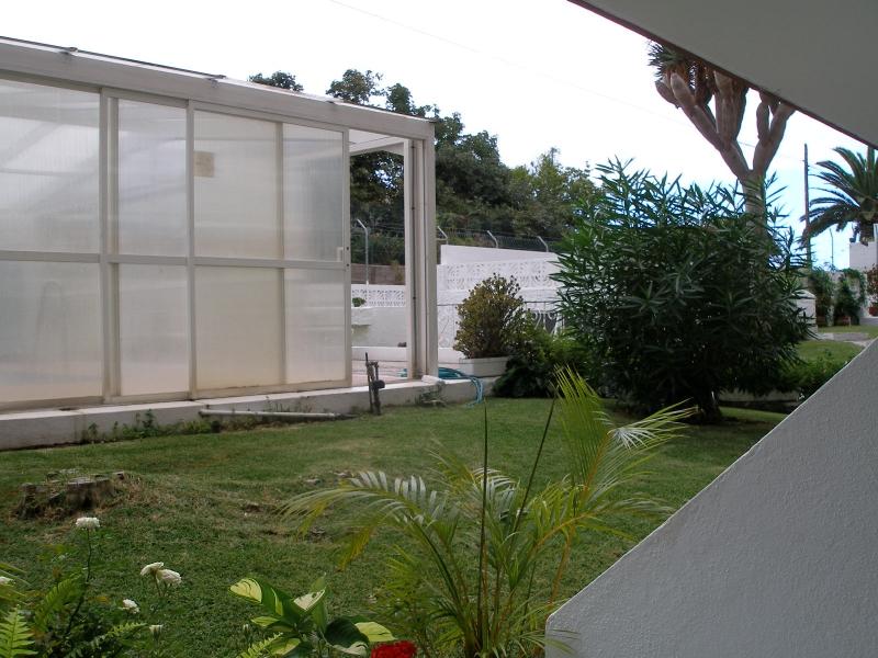 Gemütliche voll möbliertes und ausgestattete Wohnung mit Terrasse.
