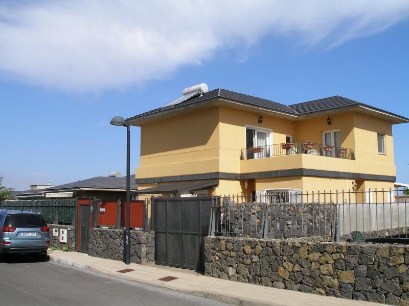 Gelegenheit! Sehr schönes Haus mit terrassen, Pool und Blick! Immobilie zum Kauf - Paluum