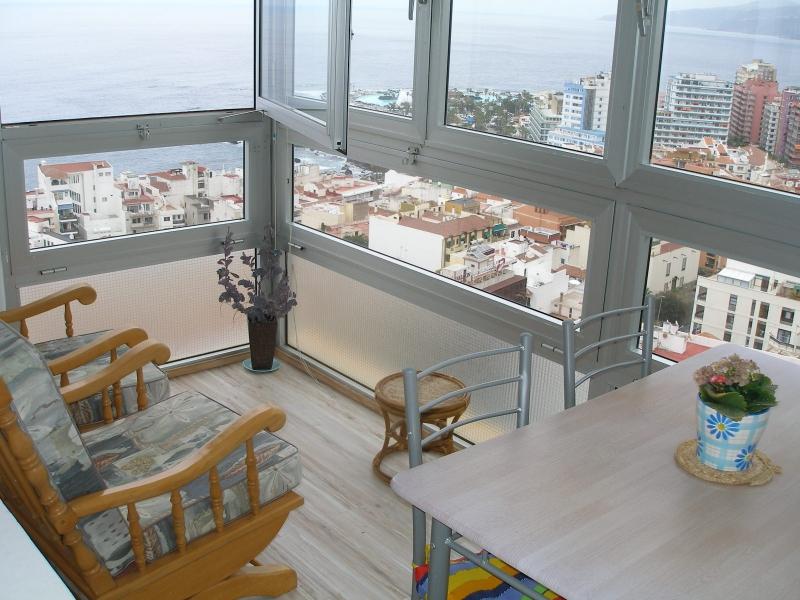 Sehr schöne Wohnung im Stadt mit Pool und Panoramablick!
