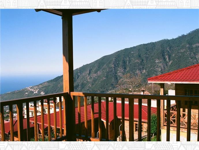 Holz Haus mit Panoramablick und Grundstuck! Immobilie zum Kauf - Paluum