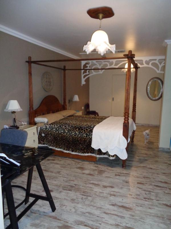 Eck -haus mit 5 Schlafzimmern und 4 badezimmern in verkauf...