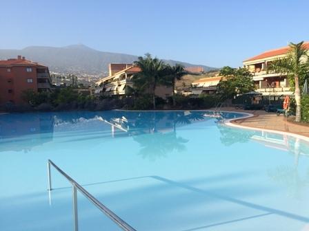 Fabelhafte Eckwohnung mit grosser Terrasse und Pool.
