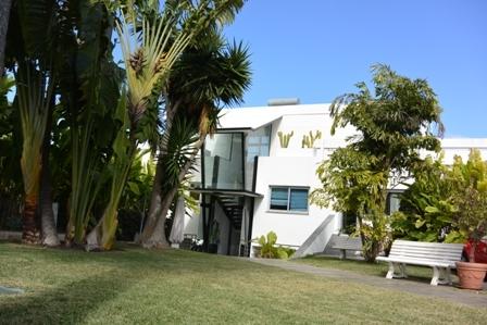 Grosses, modernes und sonniges Haus mit Pool und Garten.