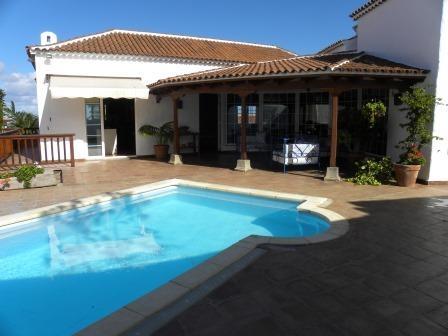 Sehr Gutes und Neugebautes Einfamilienhaus mit Pool, Terrassen und qualität! Immobilie zum Kauf - Paluum