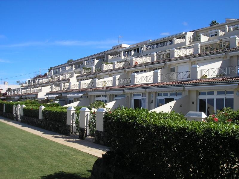 Luxus Appartement mit Grosser Terrasse, Pool und Blick!