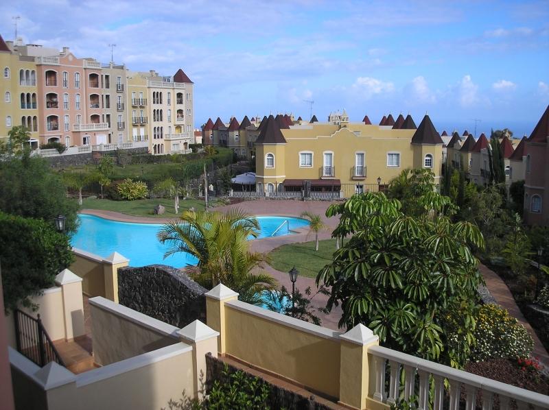 Schöne Wohnung mit Terrasse Blick auf den Pool! Immobilie zum Kauf - Paluum
