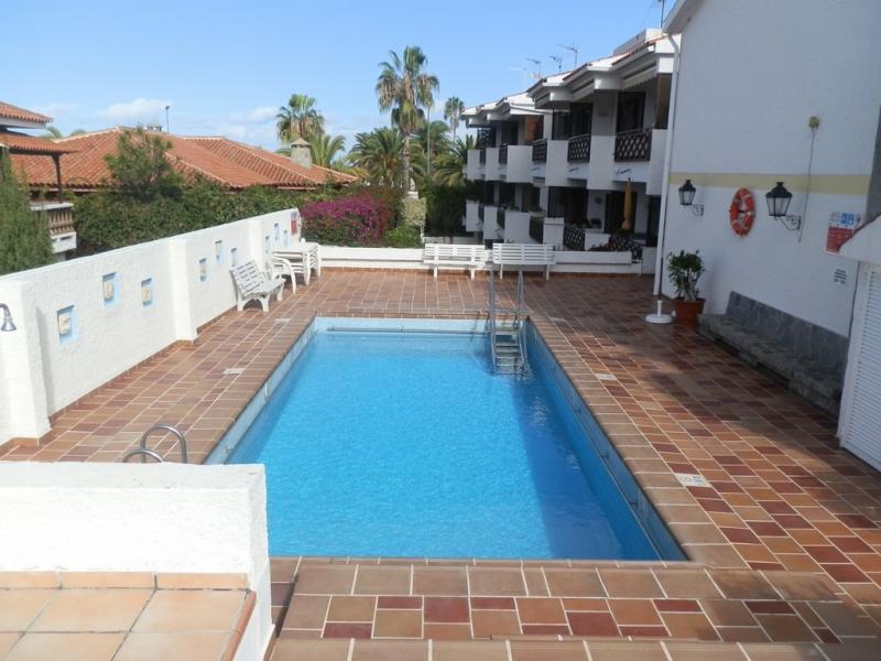 Sonnige Wohnung mit großer Terrasse, renovierte Bad und einen beheizten Pool!