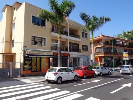 Gelegenheit im Zentrum! Geschäftsräume in der Straße mit starkem Verkehr fließen!.