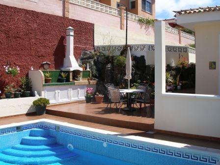 Schöne Villa mit privatem Pool und herrlicher Aussicht! Sehr sonnig und ruhig gelegen!