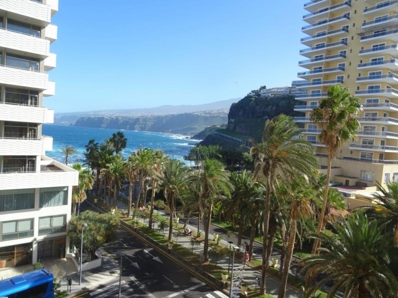 Schönes Studio-Apartment! sonnige Terrasse, Blick auf das Meer Immobilie zur Miete - Paluum