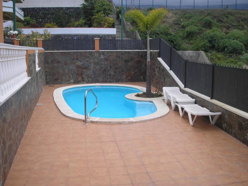 Schöne 2-Zimmer-Wohnung mit Terrasse in Wohngebiet.  Immobilie zur Miete - Paluum