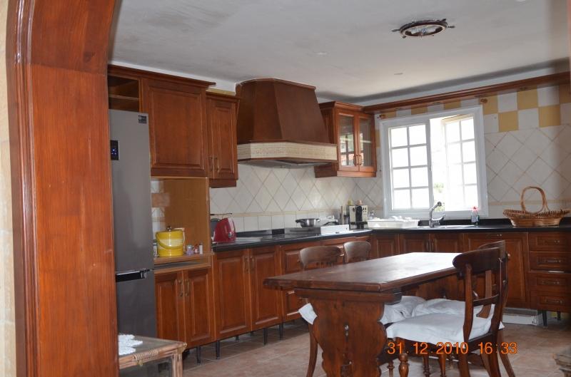 Schönes Reihen Haus komplett renoviert, 3 Schlafzimmer, 2 Badezimmer, Garage, 240m2