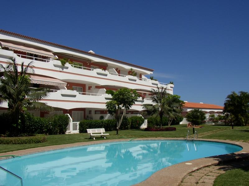 La Paz: Schönes möbliertes Apartment mit Terrasse. Sonnig. Gut situiert mit Blick  Immobilie zur Miete - Paluum