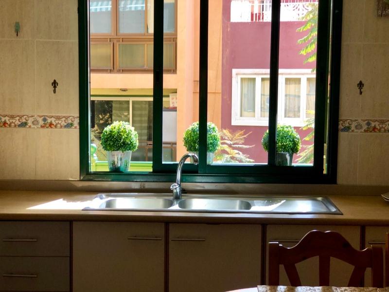 CENTRICO: Geräumige und helle Wohnung mit 3 Schlafzimmern, 2 Bädern, Terrasse, möbliert