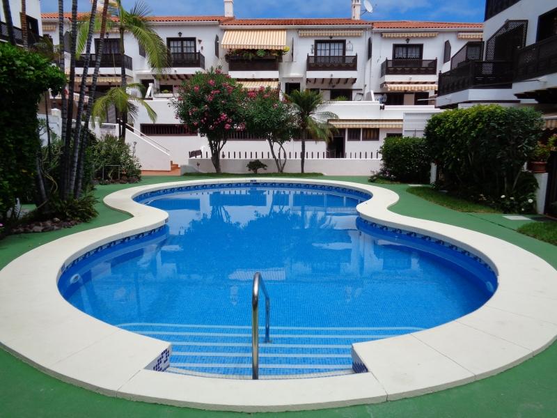 Gelegenheit! Schöne Wohnung in kleiner Wohnanlage mit beheiztem Pool.