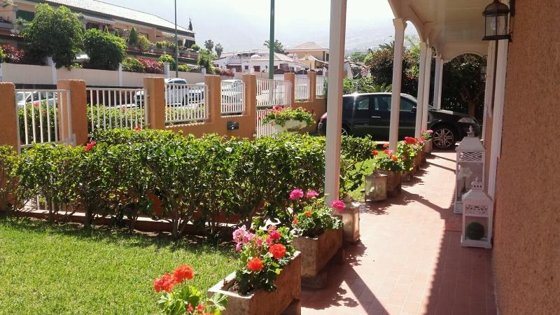Geräumige Villa in der prestigeträchtigsten Gegend von Puerto de la Cruz, großer Garten.  Immobilie zum Kauf - Paluum
