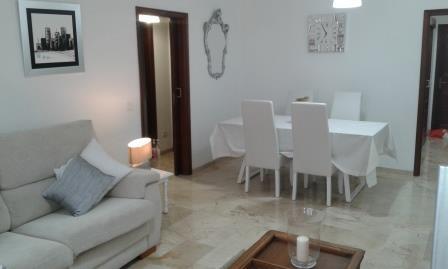 Geräumige Wohnung im Zentrum. Komplett renoviert und ausgestattet.  Immobilie zur Miete - Paluum