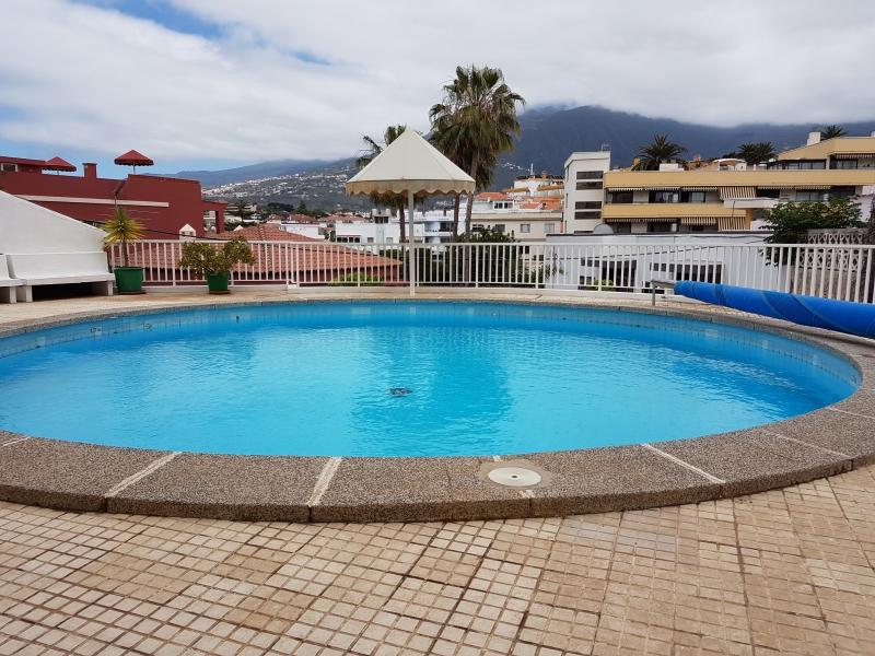 Ruhige Wohnung, komplett möbliert, terrasse, pool, sonnig gelegen.