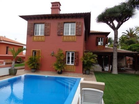 EINZIGARTIGES EIGENTUM!! Großes Einfamilienhaus in einem Wohngebiet nähe dem Zentrum von La Orotava Immobilie zum Kauf - kanarenmakler