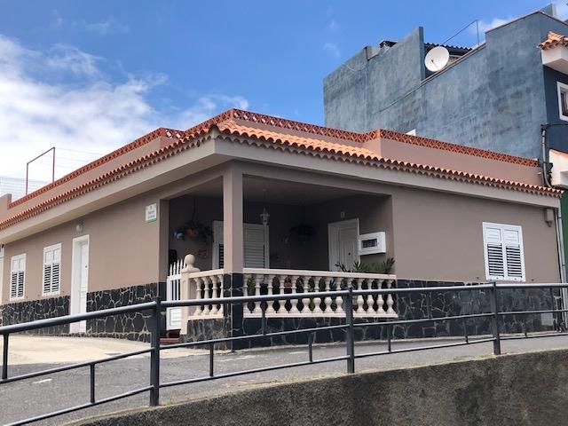 Kanarisches Haus,Blick auf den Teide,sehr geräumig,2Küchen,2 Wohnzimmern,grösse terrassa