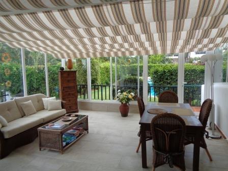 Spektakuläres Einfamilienhaus mit gemütlicher verglaster Terrasse als zweites Wohnzimmer. Immobilie zum Kauf - kanarenmakler
