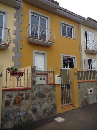 Unmöbliertes Haus mit Terrasse und Garage!