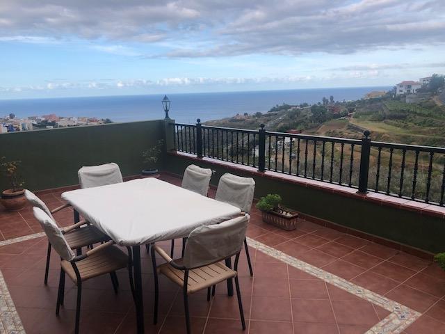Gross, helle, halbneue Villa, große Terrasse mit Aussicht